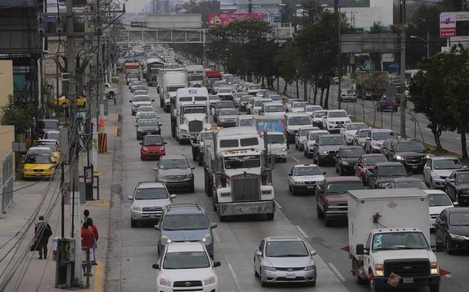 transitan-vialidad-cientos-vehiculos-carga.jpg