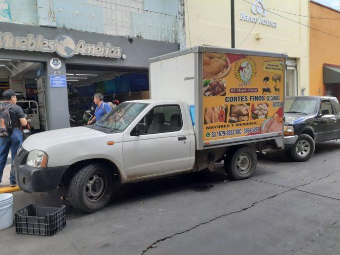 Estacionados-camiones-Ignacio-Pérez-Vega-696x522